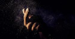 glitter-hand